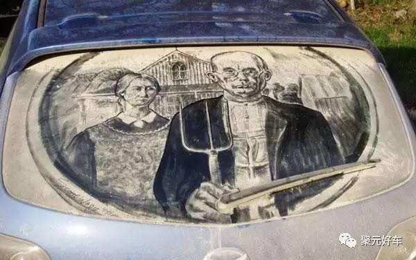 怎么在布满灰尘的汽车玻璃上涂鸦?