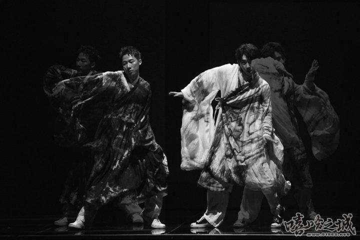 亮亮韩宇出席微博电影之夜 中国风街舞获张艺